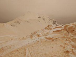 Оранжевый снег выпал в Восточной Европе