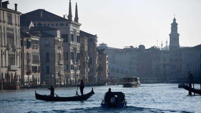 Венеция вводит турникеты для контроля туристического потока