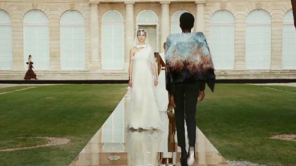 Показ моды Givenchy в Париже